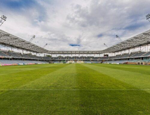 Huuhkajat-faneilla mahdollisuus päästä EM-kisoihin paikan päälle, sanoo Palloliiton puheenjohtaja Ari Lahti